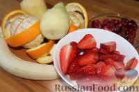 """Фото приготовления рецепта: Салат с клубникой """"Фруктовый праздник"""" - шаг №2"""