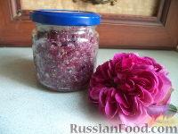 Фото к рецепту: Лепестки роз, перетертые с сахаром