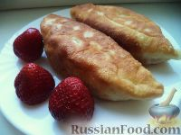 Фото к рецепту: Жареные пирожки с клубникой