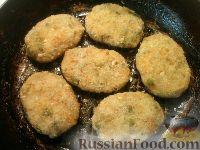 Фото приготовления рецепта: Постные овощные котлеты с зеленым горошком - шаг №7
