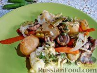 Фото к рецепту: Грибы, запеченные с молодыми овощами и зеленым горошком