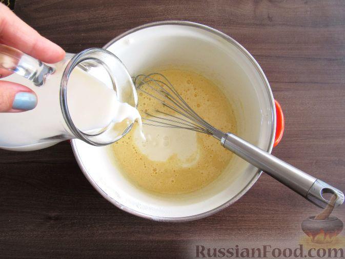 Фото приготовления рецепта: Вафли с земляникой - шаг №3