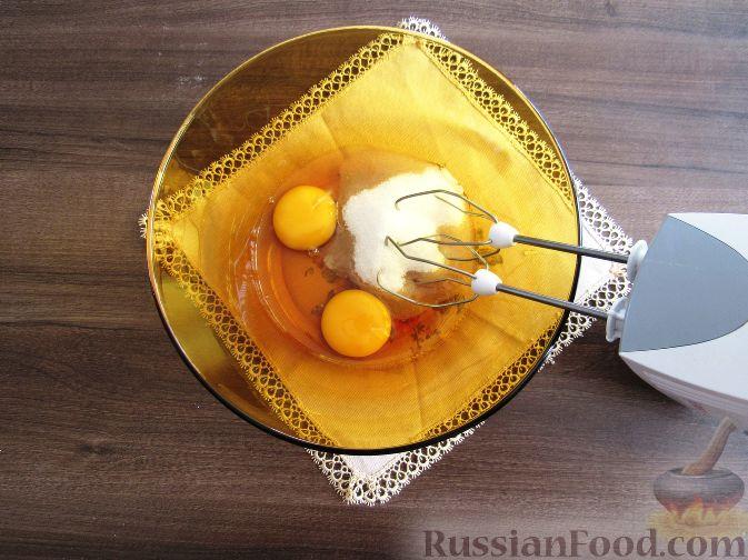 Фото приготовления рецепта: Вафли с земляникой - шаг №5