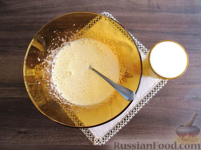 Фото приготовления рецепта: Вафли с земляникой - шаг №6