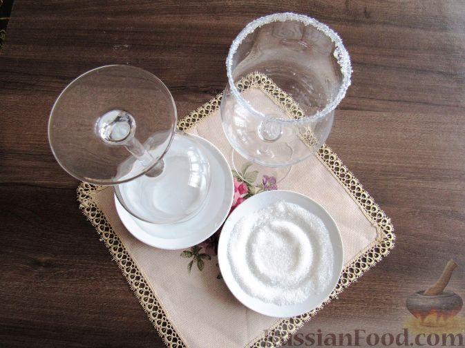 Фото приготовления рецепта: Молочный коктейль с шелковицей - шаг №5