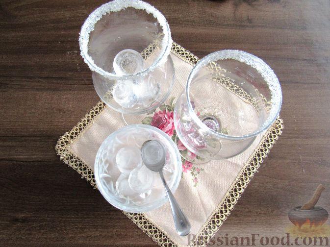 Фото приготовления рецепта: Молочный коктейль с шелковицей - шаг №6