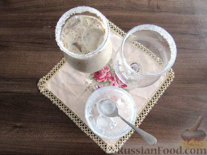 Фото приготовления рецепта: Молочный коктейль с шелковицей - шаг №7