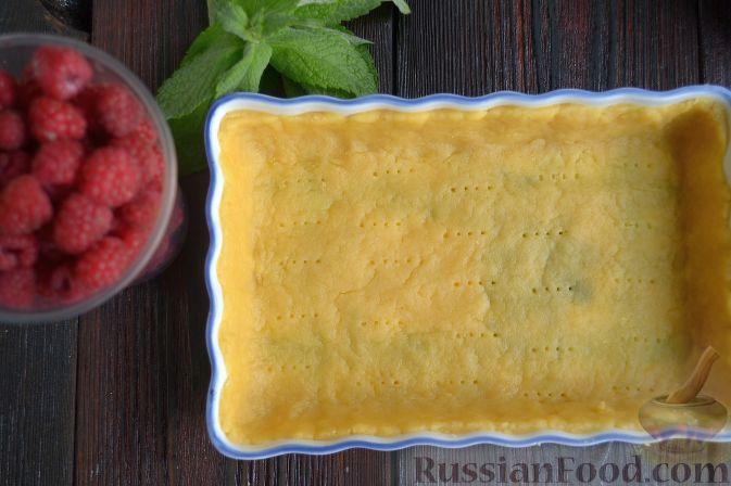 Фото приготовления рецепта: Малиновый тарт с белым шоколадом - шаг №5