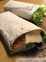 Фото к рецепту: Чикен-ролл по-домашнему (лаваш с курицей и овощами)