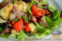 Фото к рецепту: Теплый салат с баклажанами и говяжьим языком