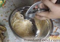 Фото приготовления рецепта: Рулетики из баклажанов с сырной начинкой - шаг №8