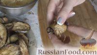 Фото приготовления рецепта: Рулетики из баклажанов с сырной начинкой - шаг №11
