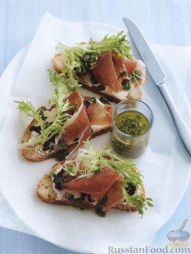 Рецепт Бутерброды с ветчиной, сыром, луком и салатом фризе