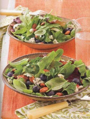Рецепт Зеленый салат с черникой, сыром и миндалем