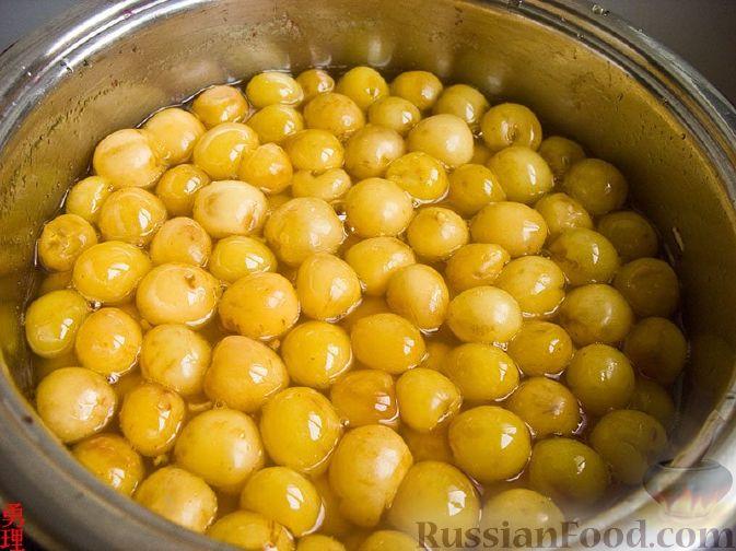 Фото приготовления рецепта: Варенье из белой черешни с апельсиновым соком - шаг №2