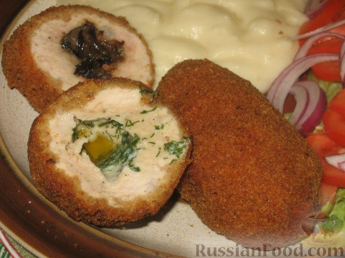 Фото приготовления рецепта: Рулетики из теста фило, с мясом, сыром и зеленью - шаг №9