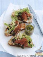 Фото к рецепту: Бутерброды с ветчиной, сыром, луком и салатом фризе