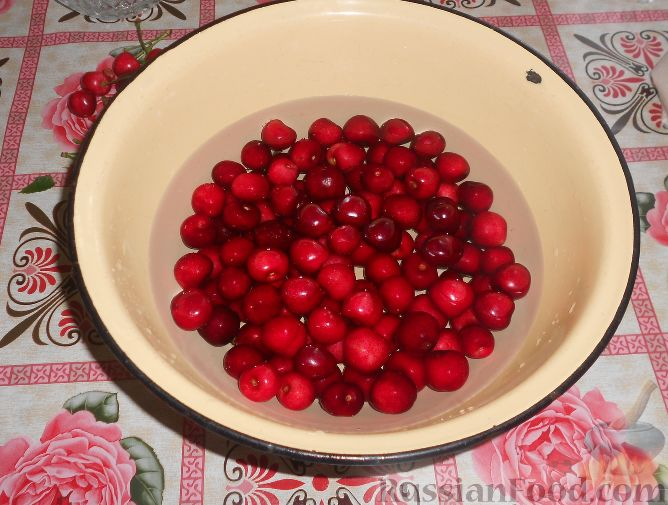 Фото приготовления рецепта: Варенье из черешни с косточками - шаг №2
