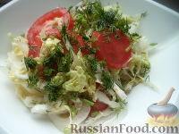 Фото к рецепту: Салат из пекинской капусты с помидорами