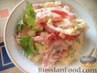 Фото к рецепту: Салат из сыра с помидорами и яйцом