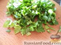 Фото приготовления рецепта: Салат из сыра с помидорами и яйцом - шаг №6