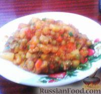 Фото к рецепту: Тушенка с картофелем, морковью и зеленым горошком