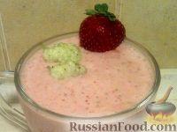Фото к рецепту: Смузи из клубники и белой шелковицы
