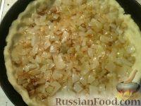 Фото приготовления рецепта: Сырно-луковый пирог - шаг №10