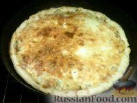 Фото приготовления рецепта: Сырно-луковый пирог - шаг №13