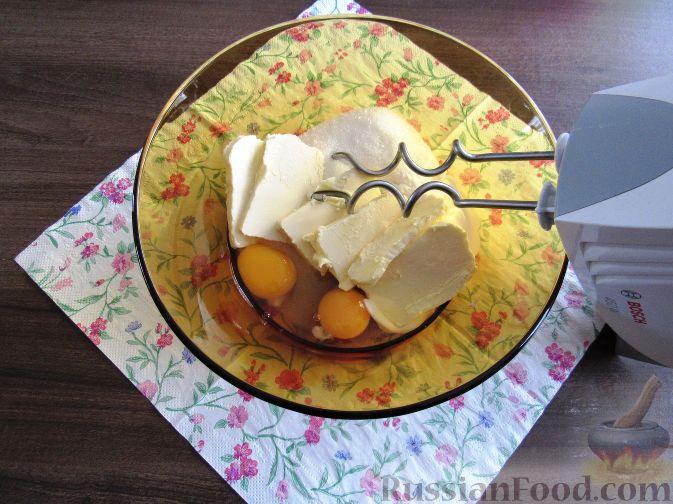 Фото приготовления рецепта: Пирог с черешней и красной смородиной - шаг №2