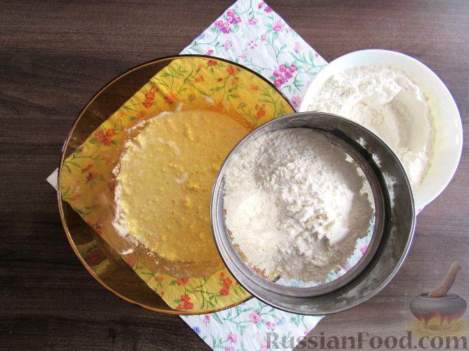 Фото приготовления рецепта: Пирог с черешней и красной смородиной - шаг №3