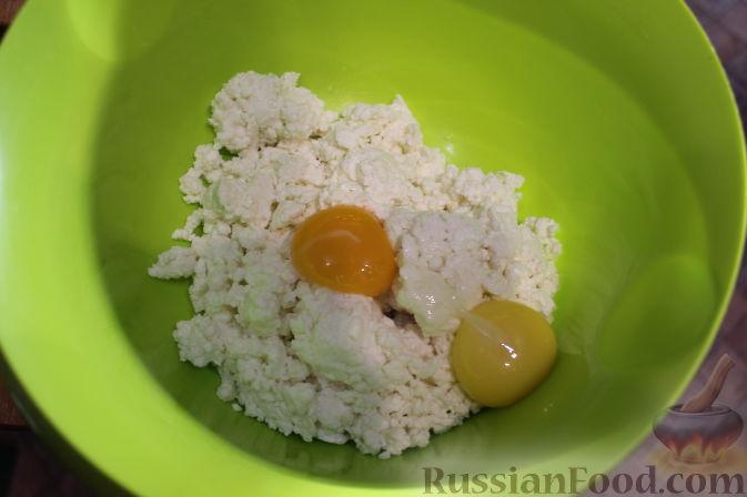 Фото приготовления рецепта: Летний пирог с вишней и нектаринами - шаг №11