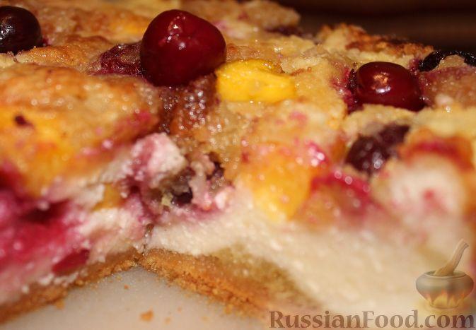 Фото приготовления рецепта: Летний пирог с вишней и нектаринами - шаг №19