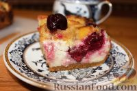 Фото к рецепту: Летний пирог с вишней и нектаринами