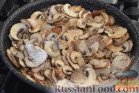 Фото приготовления рецепта: Картофельная запеканка с грибами и сыром - шаг №3