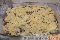 Фото приготовления рецепта: Картофельная запеканка с грибами и сыром - шаг №5