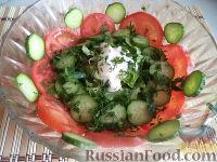 Фото к рецепту: Салат из помидоров, огурцов и зеленого салата