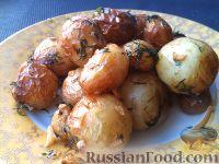 Фото к рецепту: Молодой картофель, жаренный с чесноком и укропом