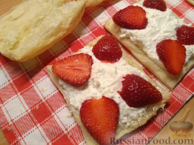 Слоеные пирожки с клубникой рецепт пошагово в домашних условиях