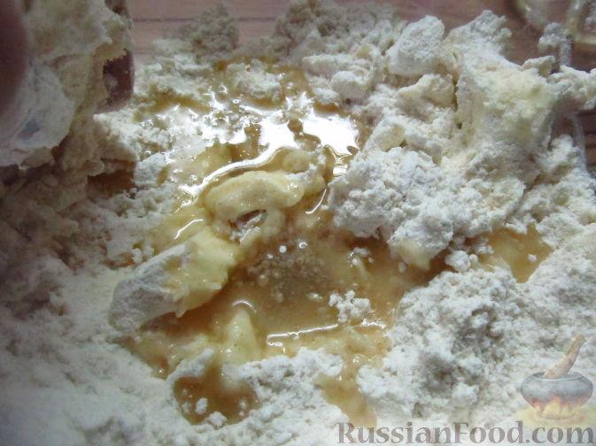 Фото приготовления рецепта: Пирог на пивном тесте, со свежим нектарином - шаг №4