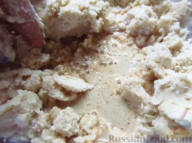 Фото приготовления рецепта: Пирог на пивном тесте, со свежим нектарином - шаг №6