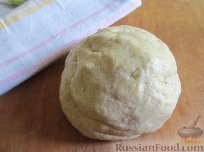 Фото приготовления рецепта: Пирог на пивном тесте, со свежим нектарином - шаг №7