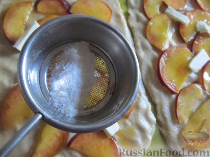 Фото приготовления рецепта: Пирог на пивном тесте, со свежим нектарином - шаг №12