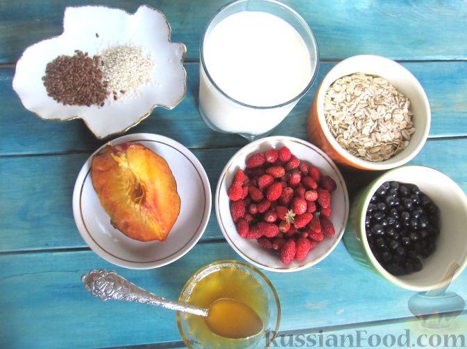 Фото приготовления рецепта: Молочная овсяная каша с ягодами - шаг №1