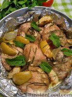 Фото к рецепту: Курица, запеченная с яблоками