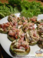 Фото к рецепту: Закуска из жареных кабачков с овощами