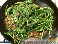 Фото приготовления рецепта: Шпинат жареный - шаг №6