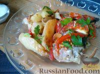 Фото к рецепту: Камбала, запеченная с картофелем и луком