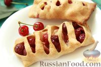 Фото к рецепту: Пирожки с вишней и яблоками, на сливочном тесте