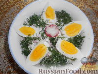 Фото приготовления рецепта: Салат из редиса с огурцами и со сметаной - шаг №14